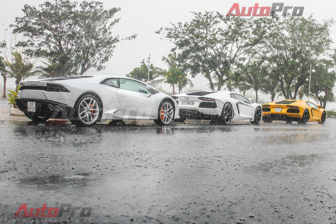 La-zăng, đèn hậu, các hốc hút gió là những điểm dễ nhận thấy nhất khi so sánh Aventador với Huracan.