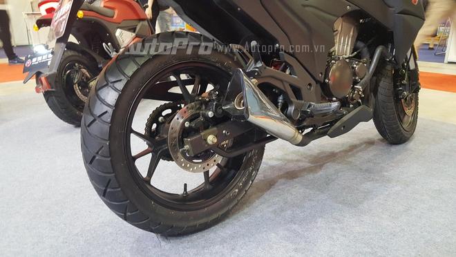 Phiên bản nhái Kawasaki Z1000 sử dụng cặp mâm đa chấu 17 inch, thiết kế thể thao, đi kèm là lốp trước có kích thước 110/70 và phía sau là 150/70. Motrac MT có kích thước tổng thể bao gồm chiều dài 2.020 mm, rộng 760 mm và cao 1.160 mm. Chiều dài cơ sở 1.330 mm, chiều cao yên xe tính từ mặt đất 780 mm.