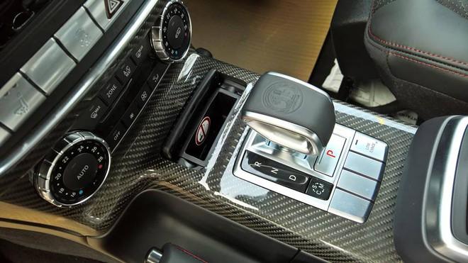 Sức mạnh được truyền tới cả 4 bánh thông qua hộp số tự động 7 cấp AMG. Động cơ cho phép ông vua trong dòng xe SUV mất khoảng thời gian 5,3 giây để tăng tốc từ vị trí xuất phát lên 100 km/h trước khi đạt vận tốc tối đa 210 km/h.