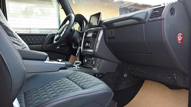 Bên trong ông vua địa hình, hãng Mercedes-Benz vẫn chăm chỉ nâng cấp với những trang bị hiện đại và cao cấp nhất như bảng điều khiển mới, bậc lên xuống, các bàn đạp, ghế cùng ốp cửa bọc da thật do AMG chế tạo riêng.