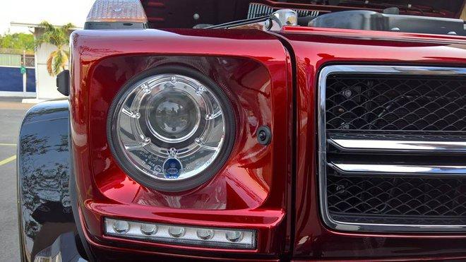Kể từ khi được ra mắt lần đầu tiên vào năm 1979, đến nay Mercedes-Benz G63 AMG vẫn đi kèm thiết kế ngoại thất không thay đổi nhiều. Có chăng chỉ là trang bị thêm một số tính năng mới như đèn pha bi-xenon hay dãy đèn LED chiếu sáng ban ngày.