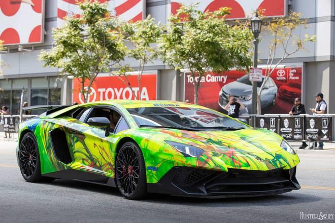 Từ các họa tiết được vẽ theo phong cách Graffiti đầy cá tính đến các màu sơn mang hơi hướng đồng nát mang đến bộ sưu tập siêu xe đầy màu sắc cho hành trình siêu xe Gumball 3000 phiên bản Mỹ.