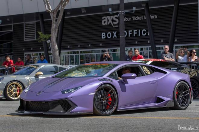 Lamborghini Huracan trong bộ áo tím mộng mơ là phiên bản độ của Vorsteiner với bodykit mới ấn tượng hơn.