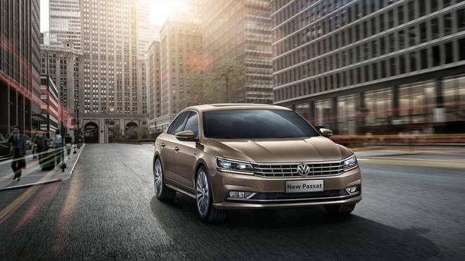 Volkswagen Việt Nam vừa xác nhận sẽ phân phối dòng xe sedan hạng sang Passat 2016 cho các khách hàng Việt, theo đó thế hệ thứ 8 của Passat sẽ được giới thiệu lần đầu tại thị trường Việt Nam vào ngày 3/6 tới đây. Theo nhiều nguồn tin mức giá bán sẽ rơi vào khoảng 1,6 tỷ Đồng.