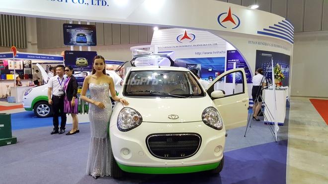 Một gian hàng tại triển lãm Saigon Autotech lần thứ 12 cho trưng bày mẫu xe điện và nhận được nhiều sự quan tâm của giới truyền thông.