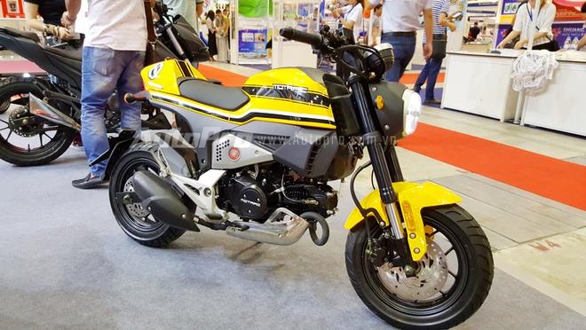 Chiếc xe này có tên gọi Motrac Urban M6 và được xem như bản nhái của mẫu Ducati Scrambler. Tuy nhiên có thể thấy hãng xe đến từ Trung Quốc đã độ lại phần yên theo dáng Café Racer.