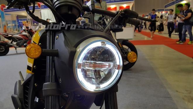 Các chi tiết như đèn pha LED, cụm đồng hồ tròn, hay dàn áo đều y đúc như chiếc mô tô 800 phân khối của Ý. Motrac Urban M6 sử dụng động cơ 4 thì, xy-lanh đơn, dung tích 50 phân khối. Tại thị trường nước ngoài, Motrac Urban M6 có giá bán gần 2.175 Euro, tương đương 55 triệu Đồng.