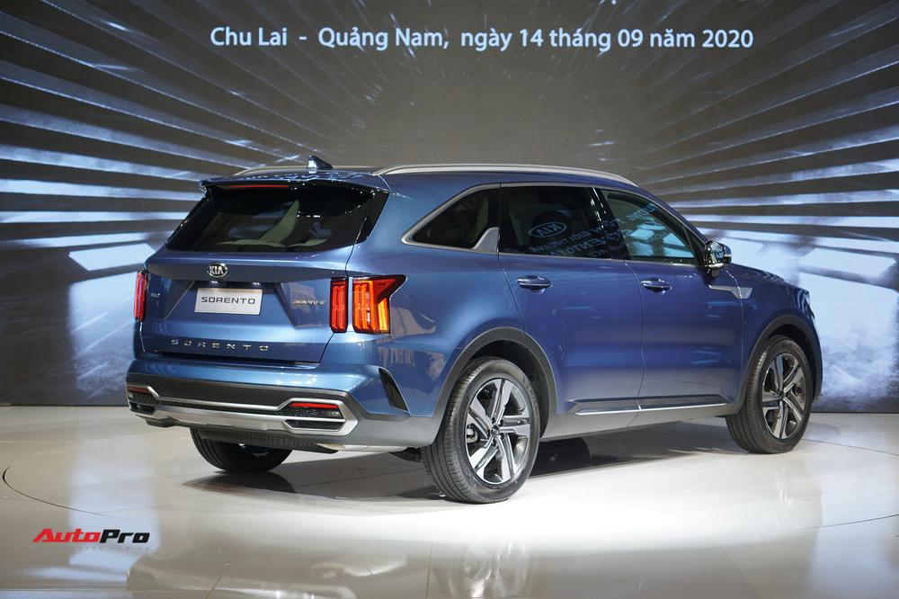 Kia Sorento 2021 thêm trang bị, giá giảm còn dưới 1 tỷ đồng, cạnh tranh Hyundai Santa Fe - Ảnh 3.
