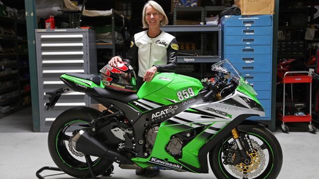 Nữ biker quyết tâm phá kỷ lục tốc độ 319 km/h với Ninja ZX-10R