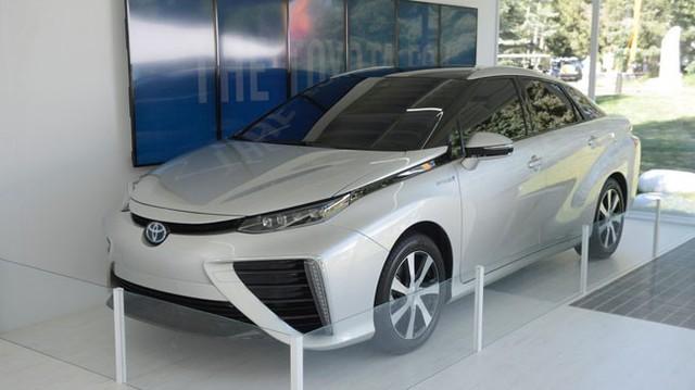 Toyota FCV trị giá 70.000 USD đặt chân lên đất Mỹ