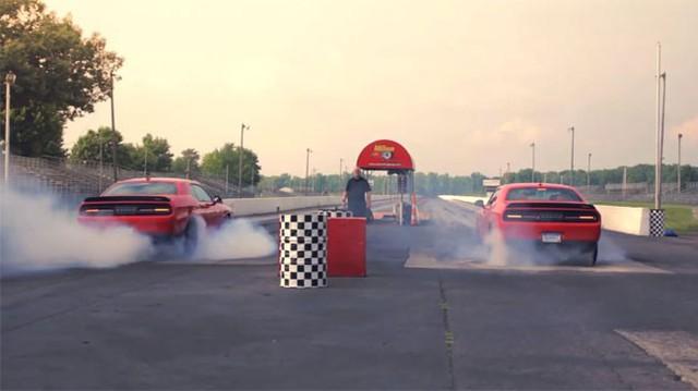 Cặp đôi xe cơ bắp 1.414 mã lực đốt lốp khét lẹt