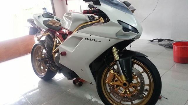 """""""Mục sở thị"""" Ducati 848 EVO mạ vàng 24K đầu tiên tại Việt Nam"""