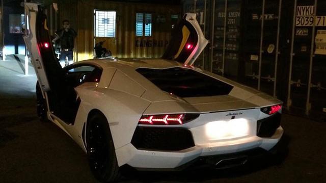 Cặp đôi siêu xe Lamborghini nhập khẩu chính hãng về Việt Nam
