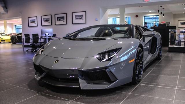 Bắt gặp siêu xe Lamborghini Aventador Roadster màu xám tuyệt đẹp