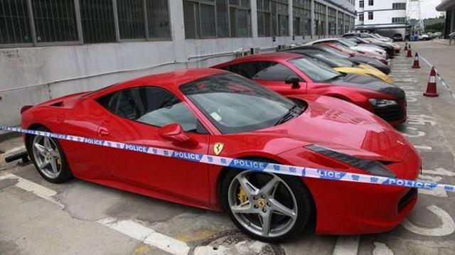 Hàng loạt siêu xe bị cảnh sát bắt giữ vì đua đường phố trái phép