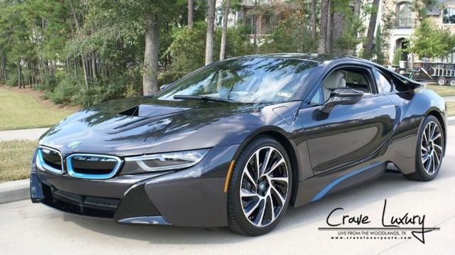 Xe thể thao tiết kiệm xăng BMW i8 tiếp tục bị hét giá