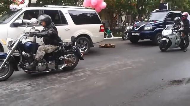 """Cận cảnh đám cưới tập thể """"hoành tráng"""" của các biker"""
