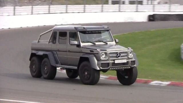 Mercedes-Benz G63 AMG 6x6 đua với 458 Italia và Aventador