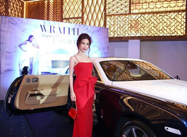 Dàn sao Việt khoe dáng bên Rolls-Royce Wraith trị giá 18 tỷ Đồng
