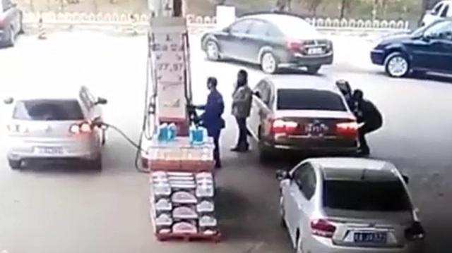 Cảnh giác thủ đoạn ăn trộm túi xách trong ô tô tại cây xăng