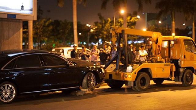 Đón Hà Hồ tại sân bay, Audi A8L gây tai nạn nghiêm trọng