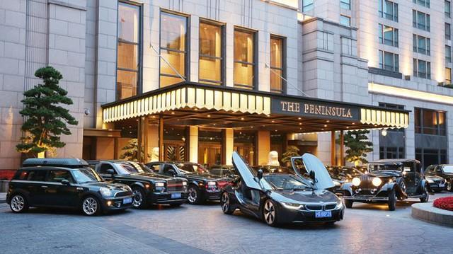 Khách sạn đầu tiên trên thế giới dùng BMW i8 để đưa đón khách
