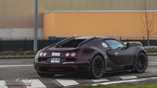 Siêu xe Bugatti Veyron cuối cùng xuất xưởng lộ diện