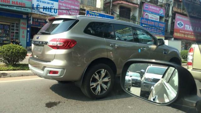 Bắt gặp Ford Everest thế hệ mới trên đường Việt Nam