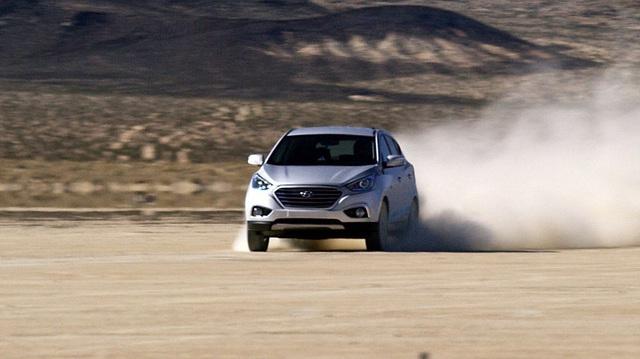 Hyundai Tucson chỉ thải ra nước lập kỷ lục tốc độ mới