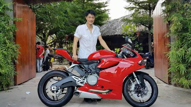 Nam diễn viên Johnny Trí Nguyễn tậu mô tô Ducati 899 Panigale mới