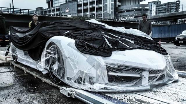 Siêu phẩm Lamborghini Veneno Roadster trắng muốt đến Hồng Kông