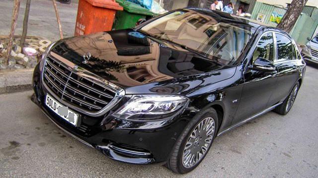 """Xe tiền tỷ Mercedes-Maybach S600 """"bằng xương, bằng thịt"""" trên đường Sài Gòn"""