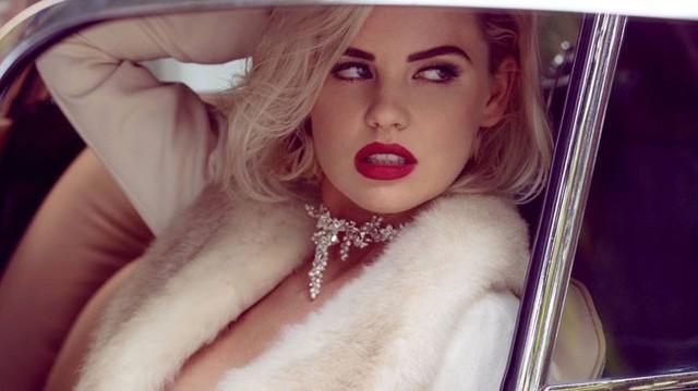 """Người mẫu Playboy """"thiêu đốt"""" mọi ánh nhìn bên Jaguar E-Type"""