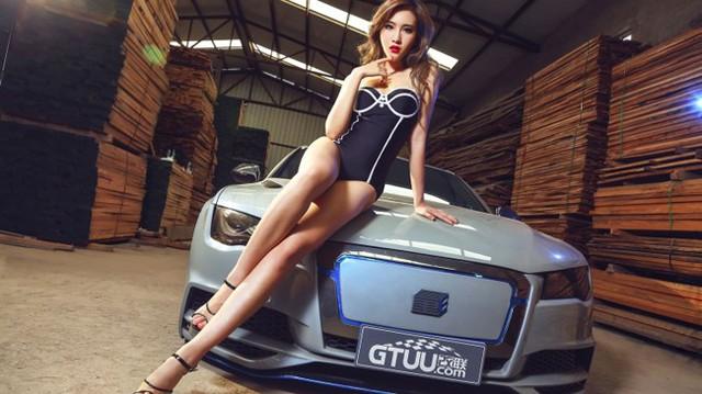"""Chân dài tạo dáng bên Audi A7 độ """"không thể nhận ra"""""""