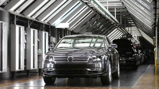 Ghé thăm nhà máy trong suốt độc đáo của Volkswagen
