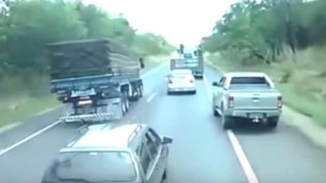 Ô tô tải chạy ẩu, lấn làn, suýt gây tai nạn liên hoàn