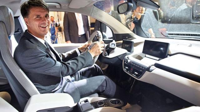 Sếp BMW chê hệ thống tự động lái Autopilot của Tesla