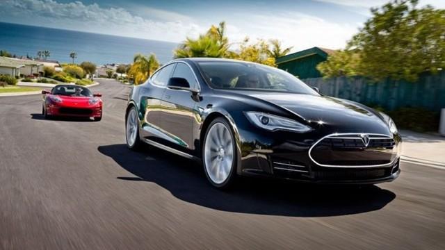 Xe điện Tesla biến thành xe tự lái chỉ bằng cập nhật phần mềm