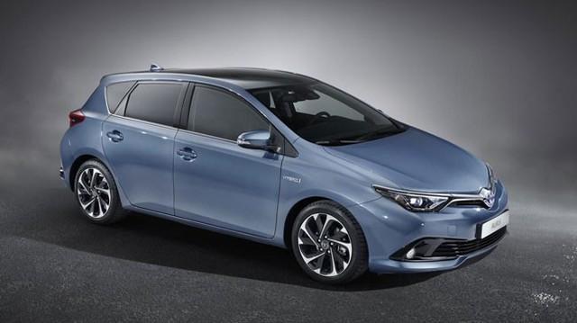 Toyota Auris 2015: Nội thất chưa hết bảo thủ và nhàm chán