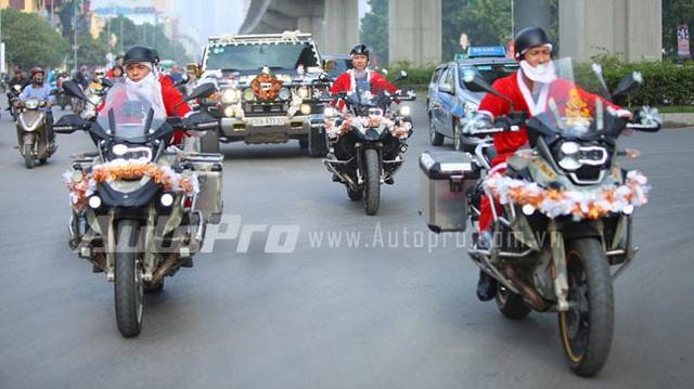 """Choáng với dàn """"tuần lộc"""" BMW R1200GS Adventure trên đường Hà Nội"""