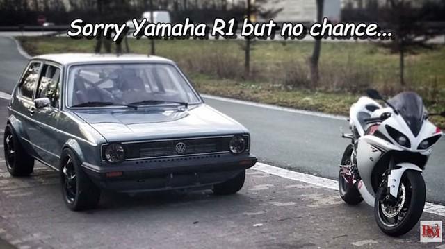"""Siêu mô tô Yamaha R1 thất trận trước xe Volkswagen """"xưa như diễm"""""""
