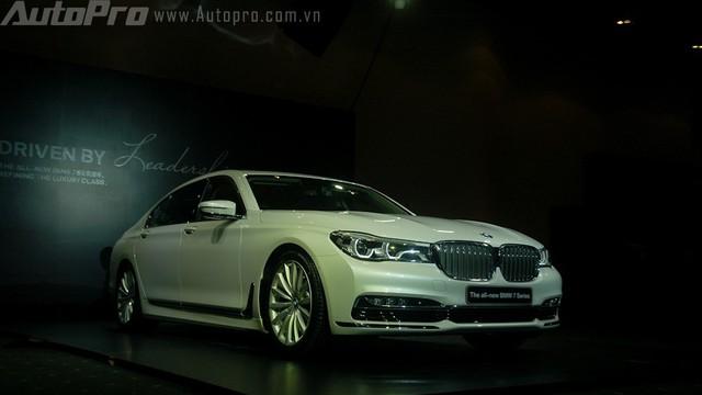 Về Việt Nam, BMW 7 Series thế hệ mới bị cắt bỏ option tự đỗ xe thông minh