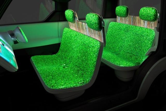 Concept xe hơi siêu độc của Nissan với toàn bộ nội thất là màn hình cảm ứng