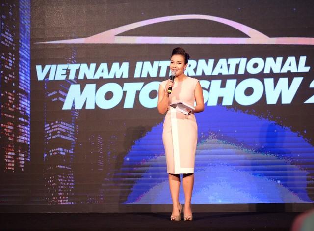 Toàn cảnh ngày khai mạc triển lãm Ô tô Quốc tế Việt Nam 2015
