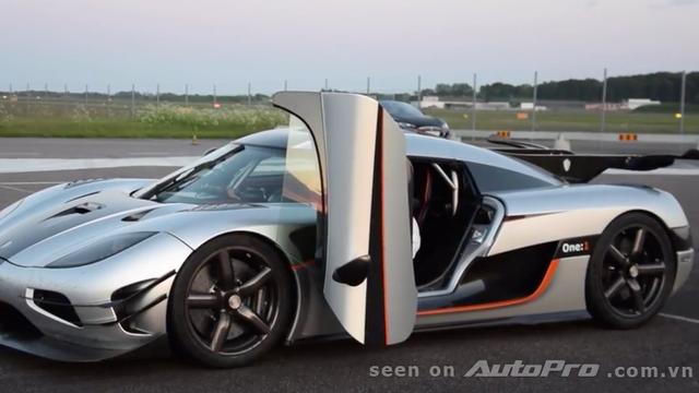 Kỷ lục tốc độ 300km/h khi thả hai tay của lái xe Koenigsegg One:1