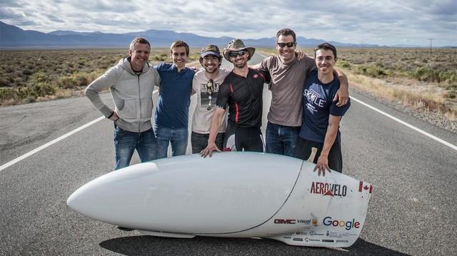 Xe chạy bằng sức người đạt vận tốc 138 km/h