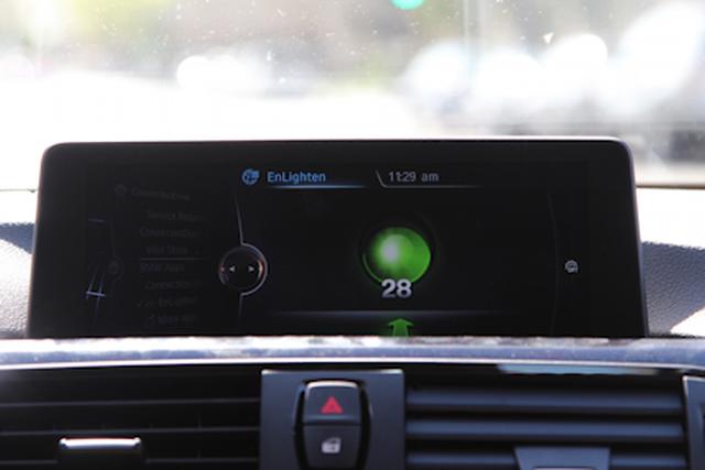 Xe thông minh của BMW có thể dự báo đèn giao thông của cả thành phố
