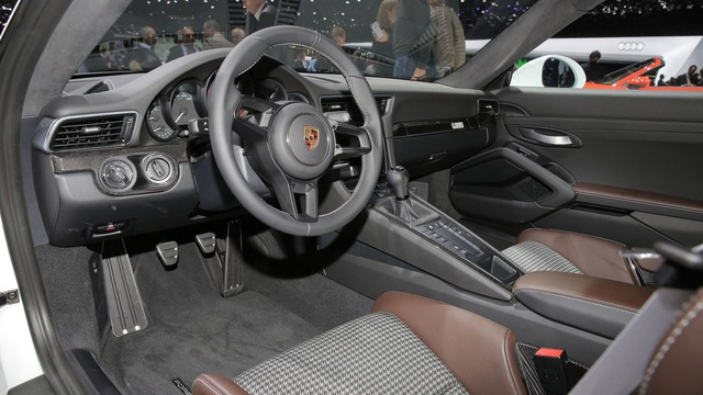 Xe thể thao Porsche 911 R bị làm giá ở nhiều nơi trên thế giới - Ảnh 4.
