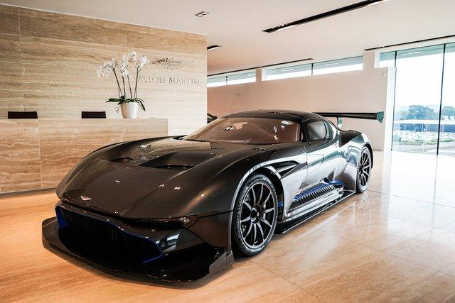 Aston Martin Vulcan mới chạy  60 km được rao bán với giá khóc thét - Ảnh 1.