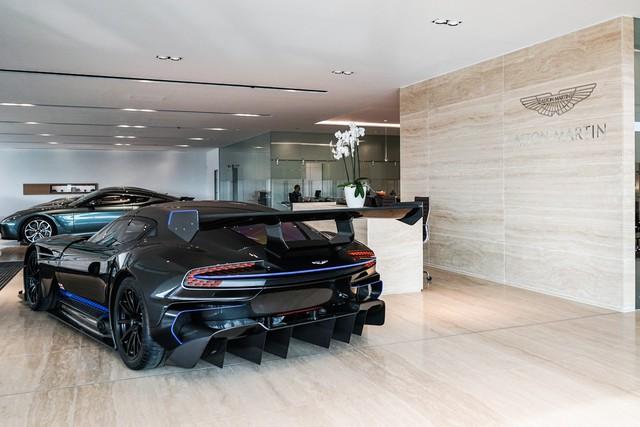 Aston Martin Vulcan mới chạy  60 km được rao bán với giá khóc thét - Ảnh 3.